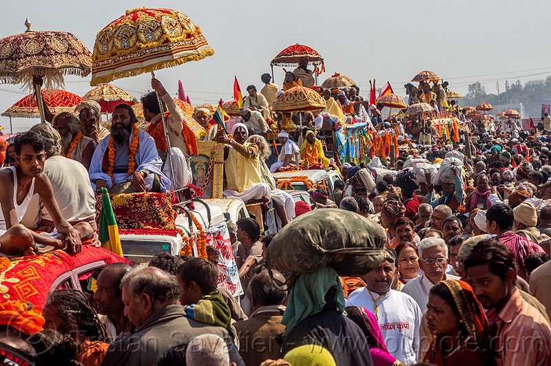 parade of gurus - kumbh mela (india), cars, crowd, float, gurus, hindu, hinduism, kumbh maha snan, kumbha mela, maha kumbh mela, mauni amavasya, parade, procession, street, traffic jam, umbrellas