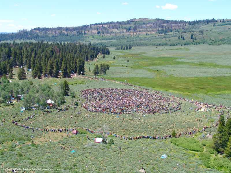 peace circle - rainbow gathering - hippie, crowd, hippie, peace circle, rainbow family, rainbow gathering