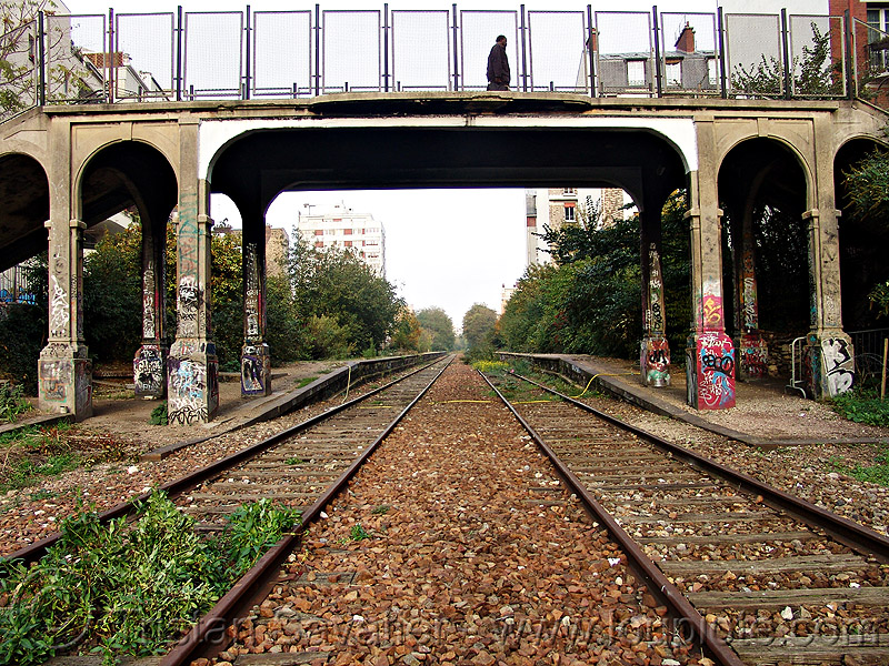 pedestrian bridge - petite ceinture - abandoned railway (paris, france), graffiti, railroad, railroad tracks, rails, railway tracks, trespassing, urban exploration
