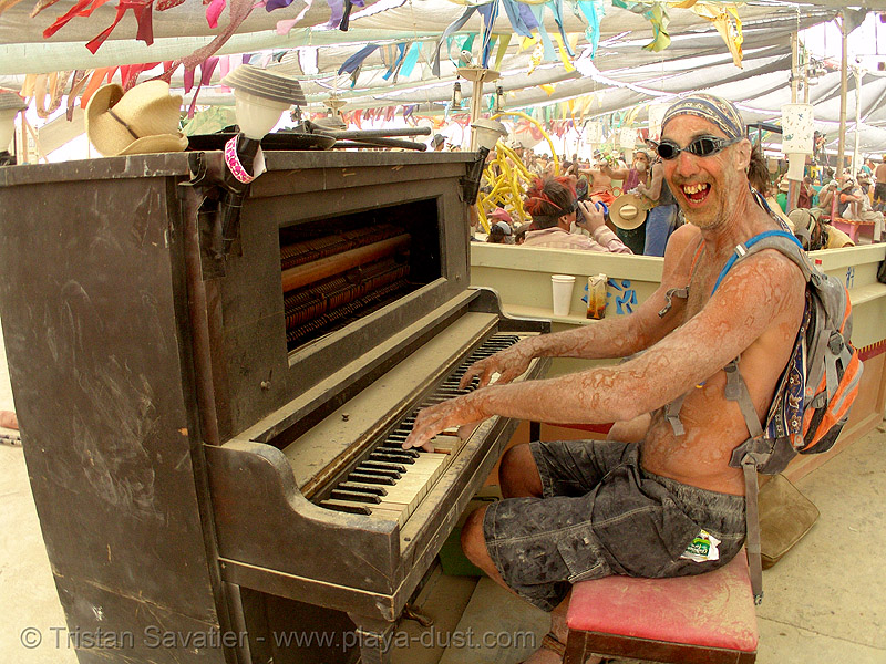 piano player - burning man 2007, burning man, center camp, fisheye, piano player