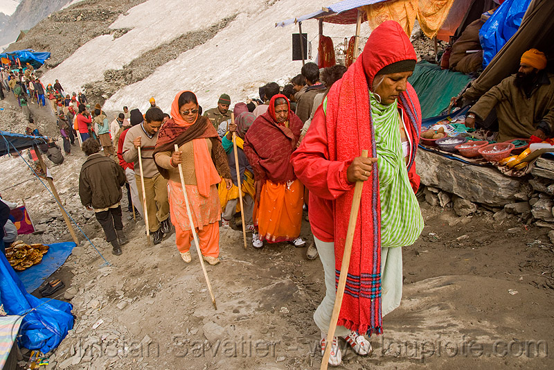 pilgrims with walking sticks, heading for the cave - amarnath yatra (pilgrimage) - kashmir, canes, hiking canes, mountains, people, snow, trail, trekking, yatris, अमरनाथ गुफा