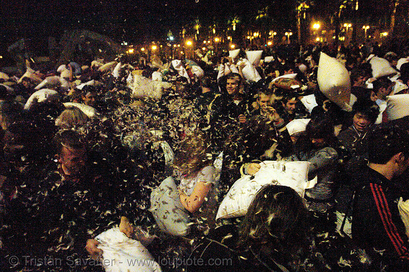 pillow fight 2007 - san francisco, chaos, crowd, down feathers, duvet, flashmob, justin herman plaza, night, people, pillow fight club, pillows, san francisco pillow fight, world pillow fight day