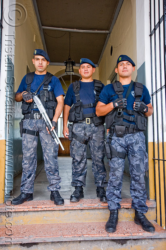 police officers in tactical gear, argentina, cops, hand gun, jujuy capital, law enforcement, men, noroeste argentino, officers, police, policeman, policemen, pump gun, pump-action, rifle, san salvador de jujuy, security forces, shotgun, swat, tactical, uniform