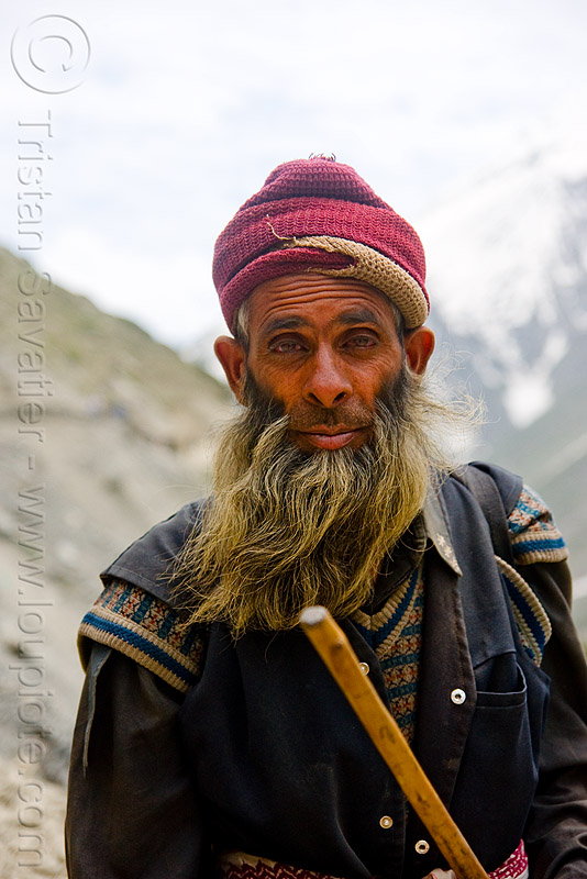 pony-man - amarnath yatra (pilgrimage) - kashmir, beard, mountain trail, mountains, old man, people, pilgrim, trekking, yatris, अमरनाथ गुफा