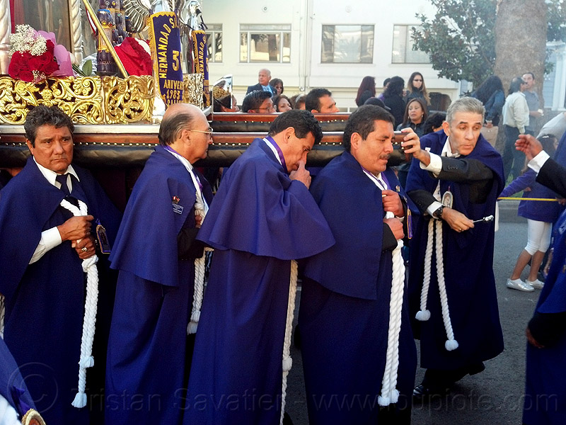 portadores carrying a holy image during catholic procession, crowd, parade, paso de cristo, peruvians, portador, procesión, religion, sacred art, street