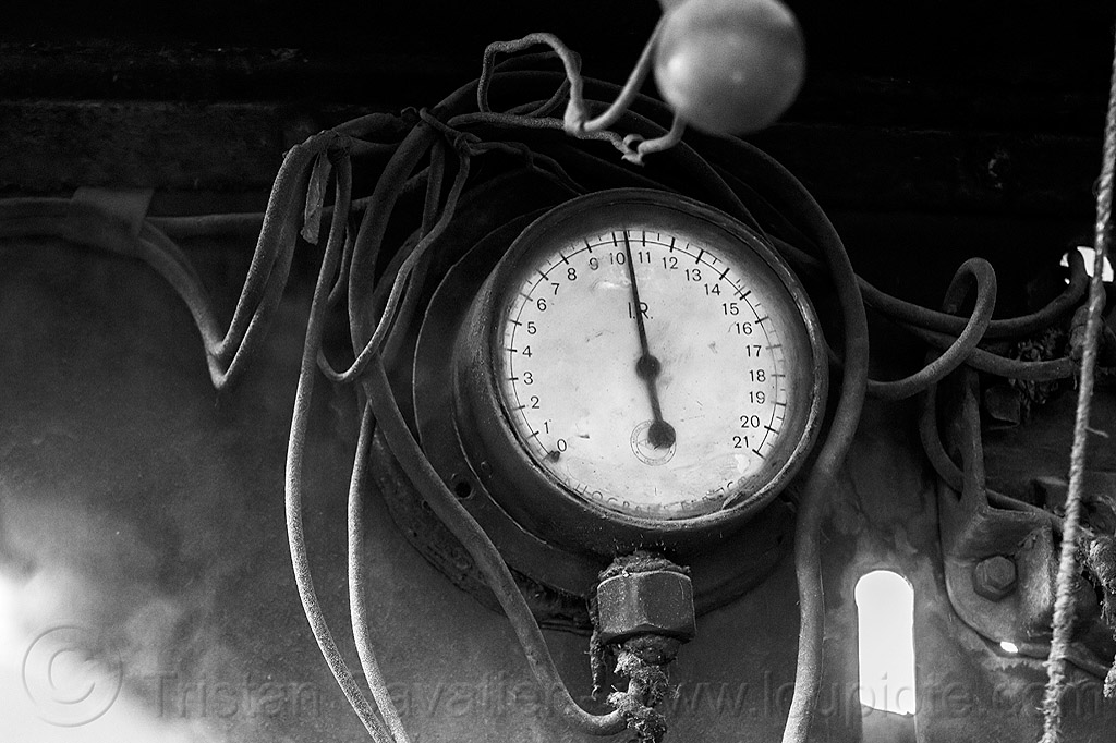 pressure gauge in steam locomotive (india), darjeeling himalayan railway, darjeeling toy train, dial, narrow gauge, pressure gauge, railroad, steam engine, steam locomotive, steam train engine