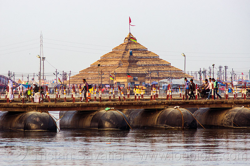 pyramid ashram and pontoon bridge - kumbh mela 2013 (india), floating bridge, foot bridge, ganga, ganga river, ganges, ganges river, hindu, hinduism, infrastructure, kumbha mela, maha kumbh, maha kumbh mela, metal tanks, people, walking, water