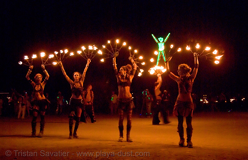 pyronauts of giza - fire conclave - burning man 2007, burn, flames, night, night of the burn, people