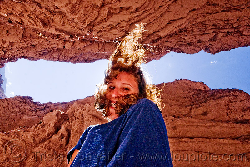 quebrada de las conchas - cafayate (argentina), backlight, calchaquí valley, canyon, cliffs, mountains, noroeste argentino, quebrada de cafayate, quebrada de las conchas, rock, valles calchaquíes, woman