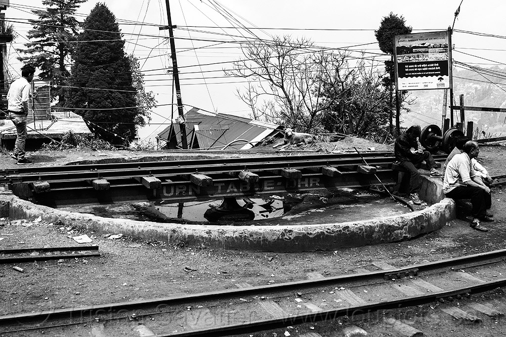 railway turntable - darjeeling (india), darjeeling himalayan railway, darjeeling toy train, india, narrow gauge, railroad tracks, railway turntable, steam engine, steam locomotive, steam train engine