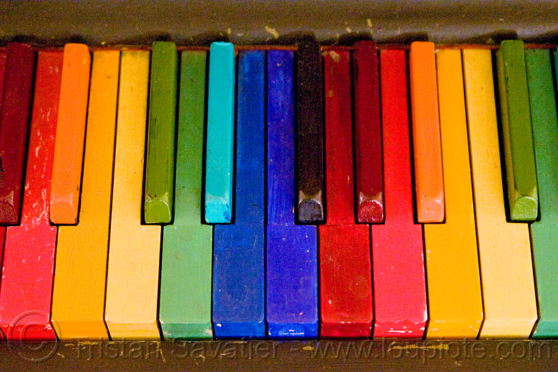 rainbow piano keyboard, rainbow colors, twinspace continuum