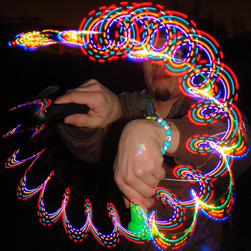 rave lights - raver spinning LED-lights, glowing, led lights, lightshow, night, rave lights, raver outfits, spinning lights