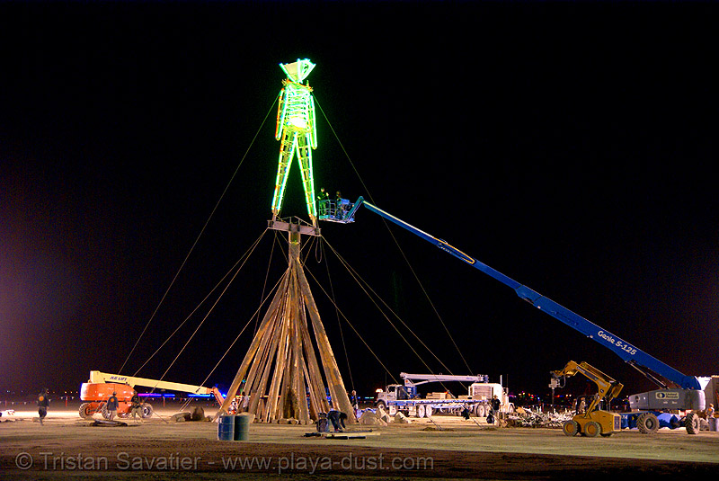 rebuilt man is installed - burning man 2007, burning man, cherry picker, crane, neon, night, the man