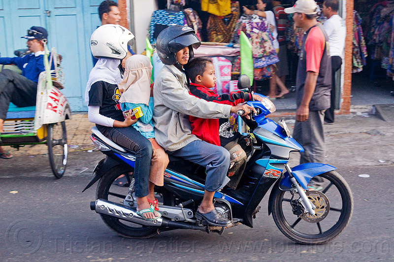 riding a motorbike in indonesia, boy, children, four, girl, java, jogja, jogjakarta, kids, man, motorbike, motorcycle helmet, rider, riding, street, underbone motorcycle, woman, yogyakarta