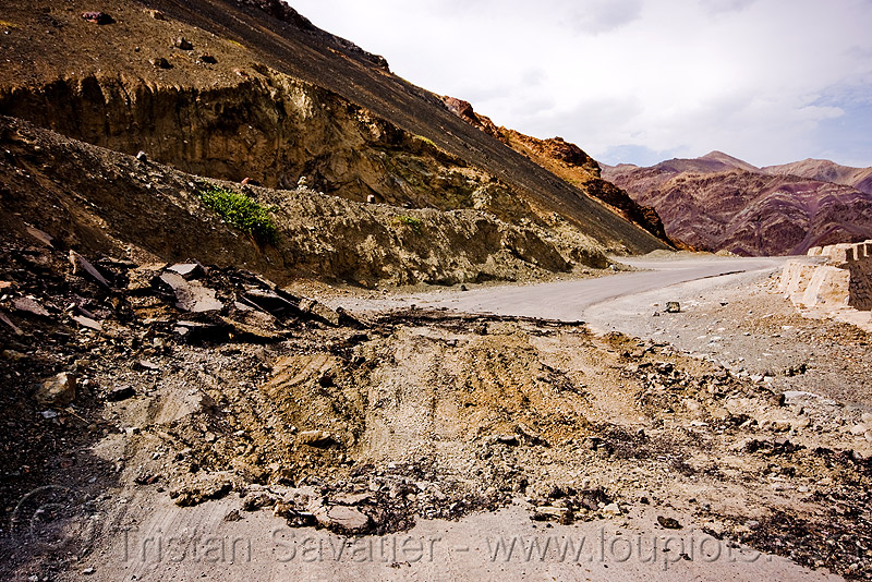 road damage - broken asphalt, bends, broken asphalt, damaged road, india, ladakh, road damage, switch-backs