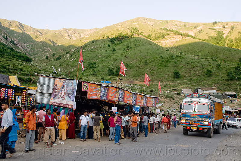 roadside langar (free community kitchen) - amarnath yatra (pilgrimage) - kashmir, amarnath yatra, cooking, cooks, crowd, food, hindu pilgrimage, india, kashmir, kitchen, langar, lorry, road, sikh, sikhism, truck