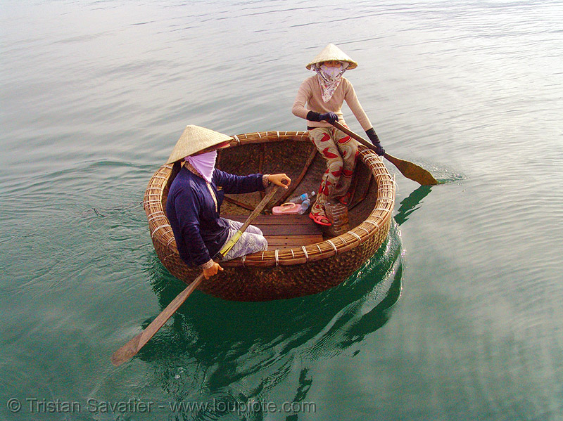 round boat - thúng chai - coracle - vietnam, asian woman, asian women, bamboo, basket boat, coracle, river, round boat, thung chai, thúng chai, two, water