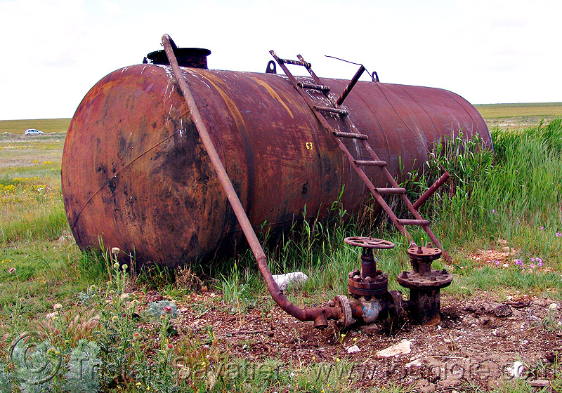 rusty tank - oil well (bulgaria), crude oil, field, ladder, oil field, pipe, rusted, tyulenovo, valves, българия