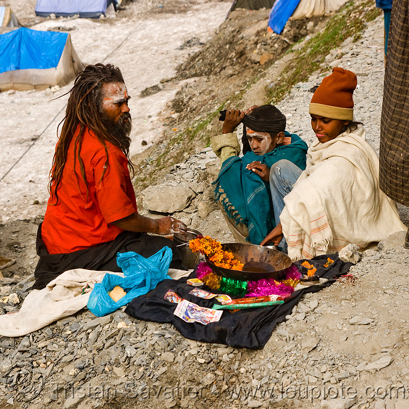 sadhu (hindu holy man) - amarnath yatra (pilgrimage) - kashmir, baba, children, hinduism, kids, men, people, pilgrims, snow, trekking, yatris, अमरनाथ गुफा
