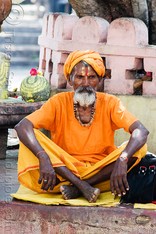 sadhu (hindu holy man) - orchha (india), baba, beard, hindu holy man, hinduism, old man, orchha, sadhu, street