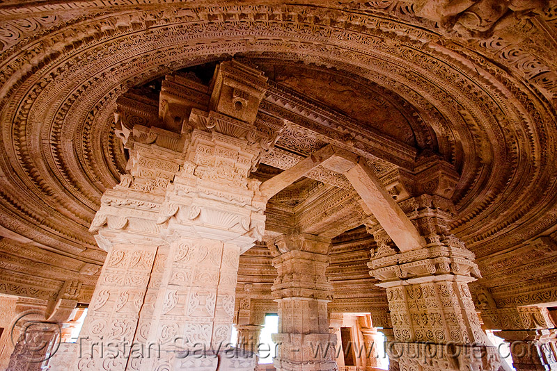 sas bahu ka mandir temple - gwalior (india), architecture, carved, carving, ceiling, hindu temple, hinduism, inside, pillars, stone