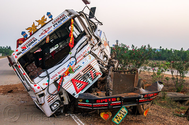 semi truck frontal collision (india), artic, articulated lorry, cabin, crushed, divided highway, fatal, frontal collision, head-on collision, india, median, road crash, semi truck, tata motors, tractor trailer, traffic accident, traffic crash, truck accident, wreck