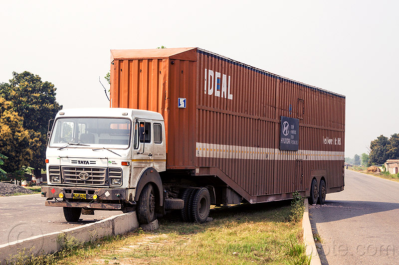 semi truck stuck on median divider (india), artic, articulated lorry, big rig, divided highway, divider, median, road, semi trailer, semi truck, stuck, tata motors, tractor-trailer, traffic accident, truck accident