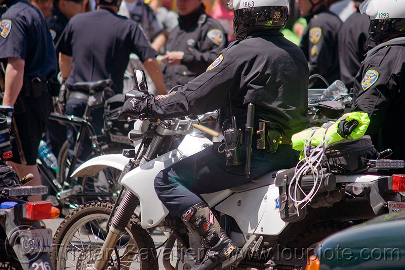 SFPD motorcycle riot police crack-down at the bay to breakers (san francisco), bay to breakers, crack-down, flex cuffs, law enforcement, men, motorcycle unit, motorcycles, plastic handcuffs, rider, riding, riot police, sfpd, street party, uniform, zip-ties