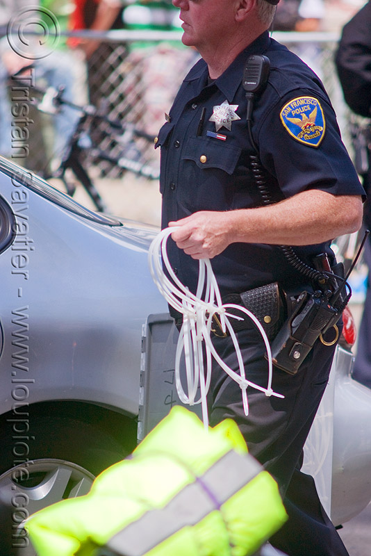 SFPD police using flex cuffs for mass arrests, bay to breakers, crack-down, festival, flex cuff, flex-cuffs, law enforcement, men, plastic handcuffs, police, sfpd, street party, uniform, zip-ties