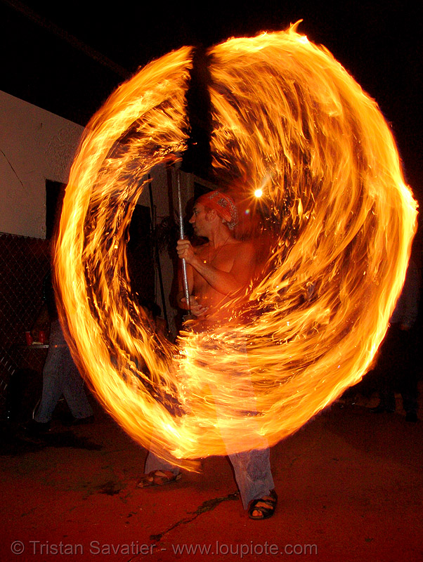 shanti (alex) - LSD fuego, fire dancer, fire dancing, fire performer, fire spinning, fire staff, flames, long exposure, los sueños del fuego, lsd fuego, night, shanti alex, spinning fire