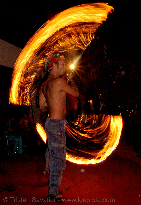 shanti (alex) - LSD fuego, fire, fire dancer, fire dancing, fire performer, fire spinning, fire staff, flames, long exposure, los sueños del fuego, night, people, shanti alex, spinning fire