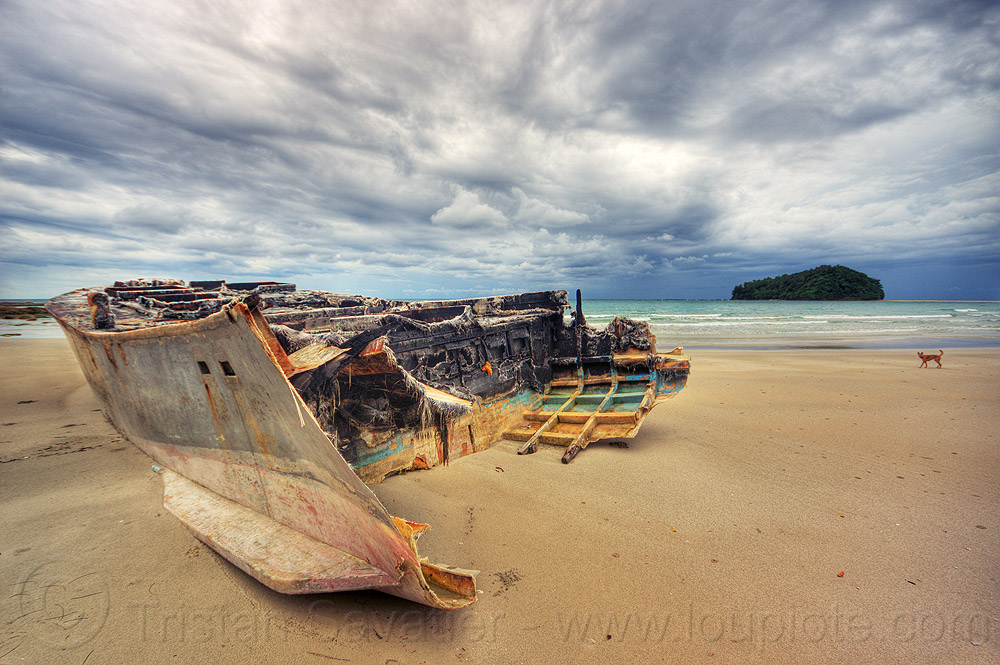 shipwreck on kelambu beach, boat, clouds, cloudy, dog, fiberglass hull, islet, kelambu beach, kelambu island, sand, seashore, ship, shipwreck, shore, vessel
