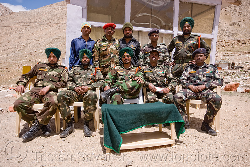sikh soldiers at army check-point - road to chang-la pass - ladakh (india), army fatigue, army uniform, chang pass, chang-la pass, fatigues, indian army, ladakh, men, military, sikhism, sikhs, sitting, soldiers