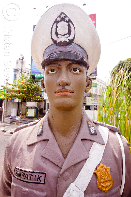 simpatik policeman, cop, fake, java, jogja, jogjakarta, law enforcement, man, police officer, police uniform, policeman, sculpture, simpatik, standing, statue, street, traffic, white cap, yogyakarta