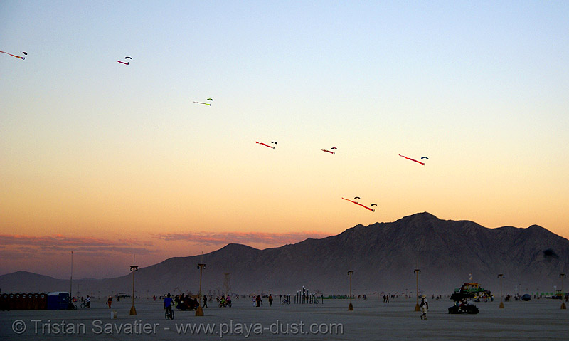 skydivers with eels in the sky at dusk - burning man 2007, burning man, burning sky, dusk, eels, mountains, parachutes, parachutists, skydivers, skydiving