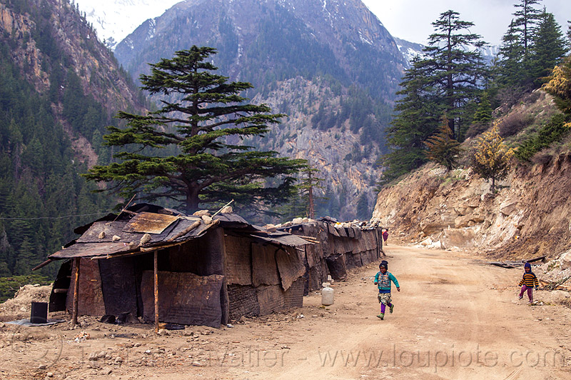 small kids living in shanty houses (india), bhagirathi valley, boy, camp, children, india, kids, little girl, mountain road, mountains, shanty houses