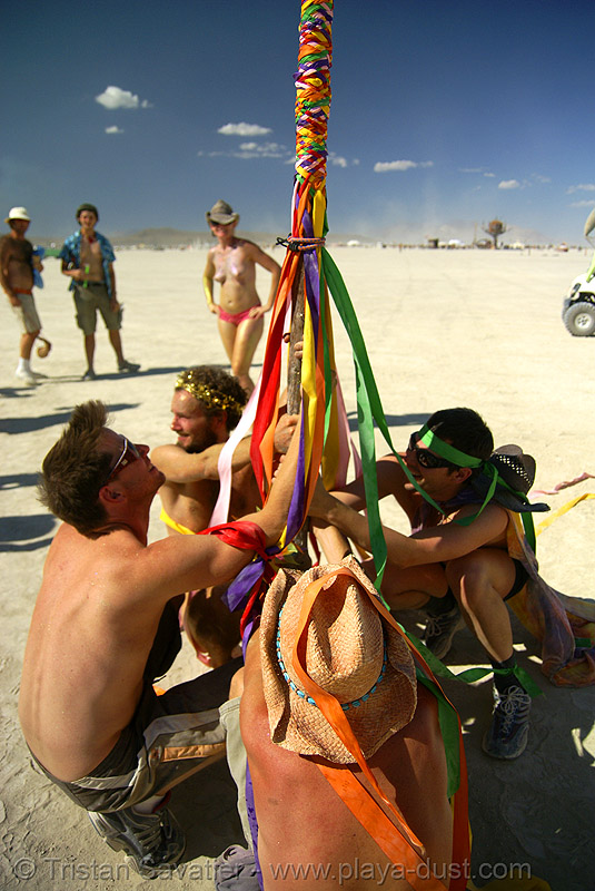 spring pole (a celtic tradition) - burning man 2007, burning man, celtic, irish, maypole, poll, spring pole