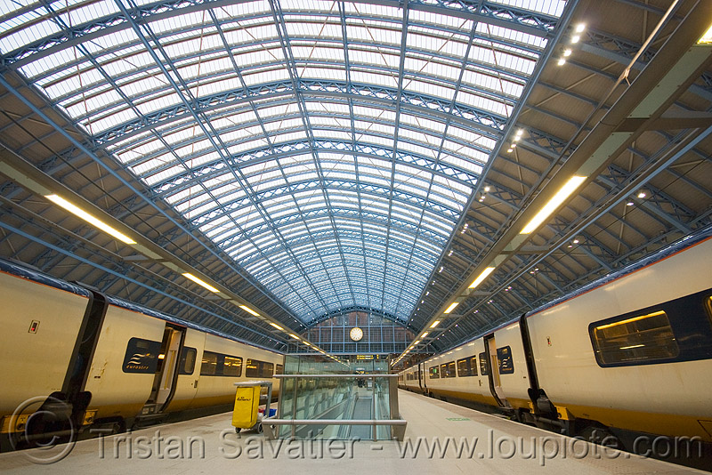 st pancras eurostar train station (london), architecture, eurostar, hall, london, st pancras, steel beams, steel frame, tgv, train station, trains