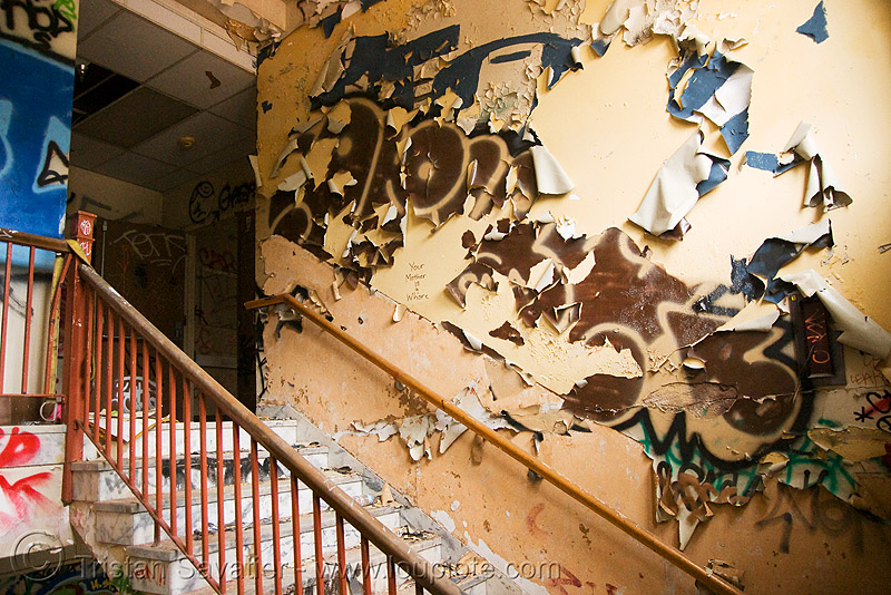 stairway - abandoned hospital (presidio, san francisco) - PHSH, abandoned building, abandoned hospital, graffiti, peeling paint, presidio hospital, presidio landmark apartments, staiways, trespassing