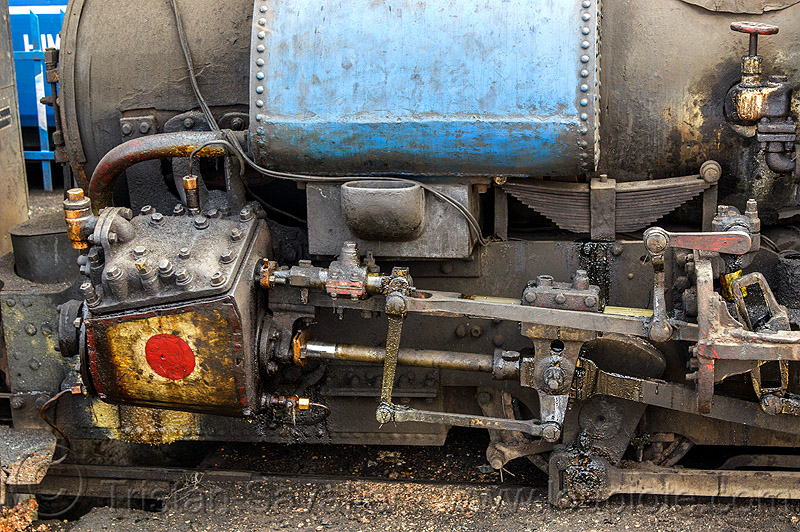 steam locomotive cylinder and rods (india), darjeeling, darjeeling himalayan railway, darjeeling toy train, narrow gauge, piston, railroad, steam engine, steam train engine