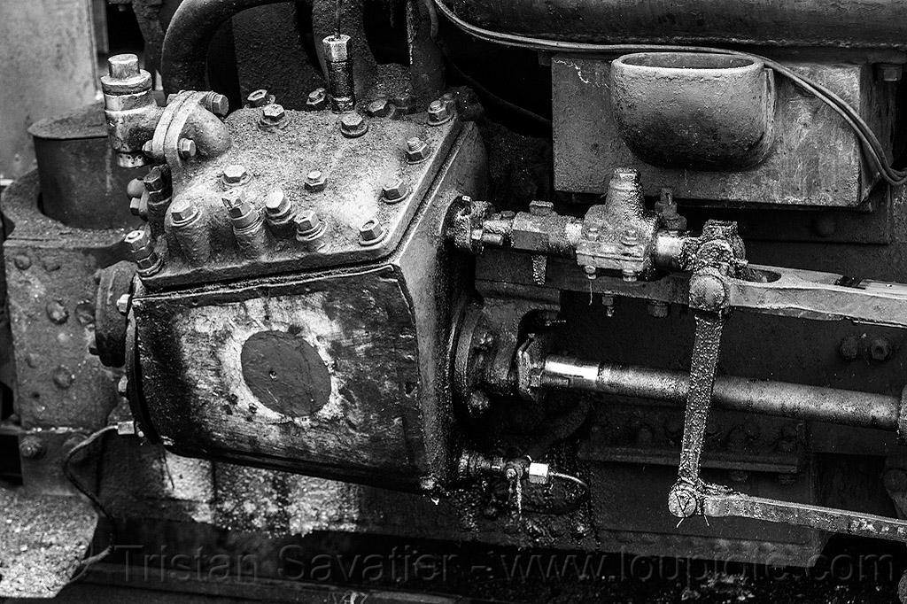steam locomotive cylinder case and rods (india), cylinder, darjeeling himalayan railway, darjeeling toy train, india, narrow gauge, piston, railroad, rods, smoke, smoking, steam engine, steam locomotive, steam train engine