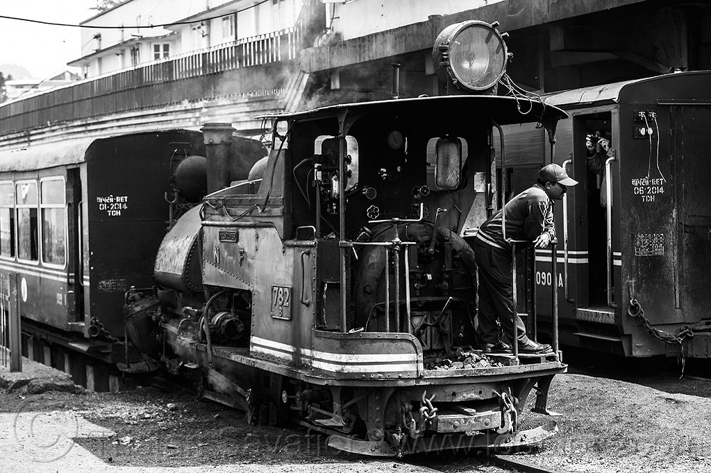 steam locomotive - passenger train - darjeeling station (india), 782 mountaineer, darjeeling himalayan railway, darjeeling toy train, man, narrow gauge, operator, railroad, smoke, smoking, steam engine, steam locomotive, steam train engine, train cars, train station, worker