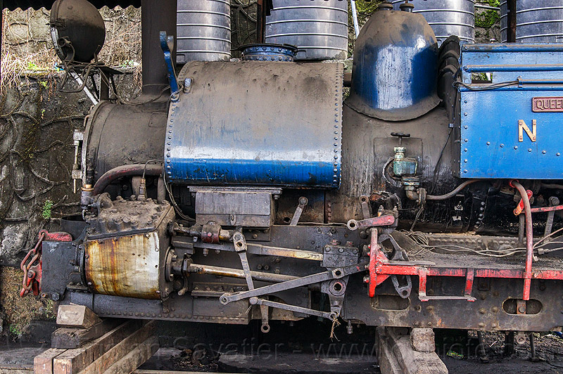 steam locomotive under repair - darjeeling train yard (india), 804, 804 queen of the hills, cylinder, darjeeling himalayan railway, darjeeling toy train, narrow gauge, piston, railroad, rod, steam engine, steam train engine, train depot