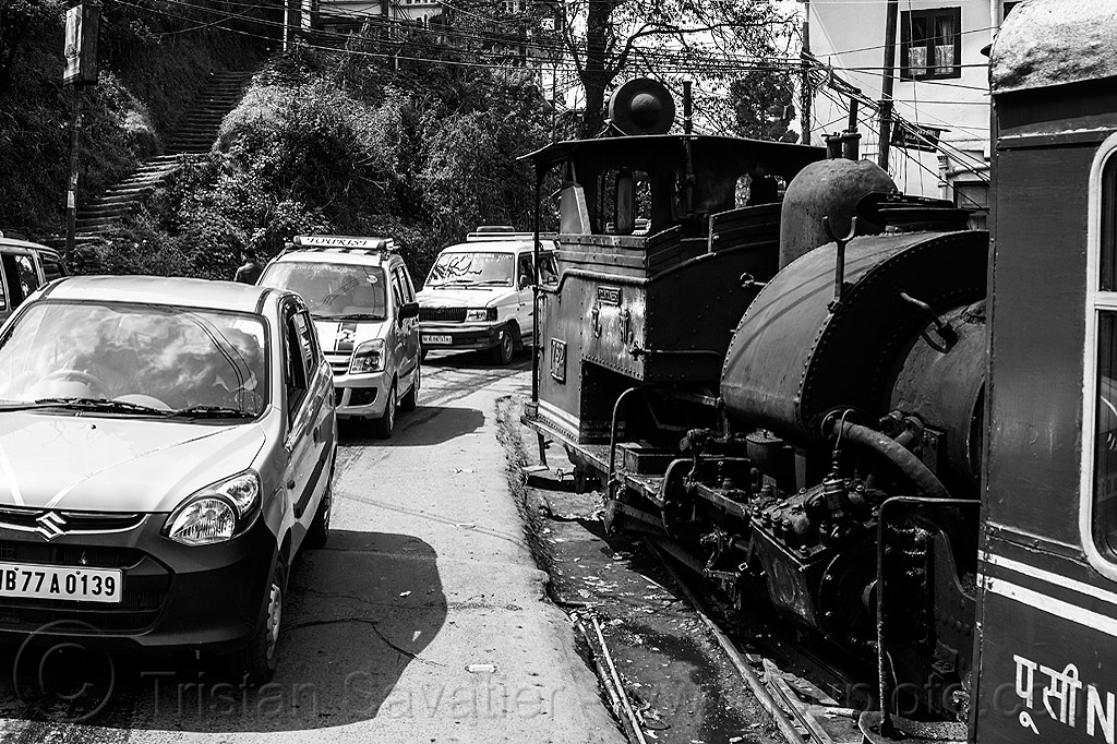 steam train sharing the road with cars - darjeeling (india), 782, 782 mountaineer, darjeeling himalayan railway, darjeeling toy train, locomotive, narrow gauge, railroad, steam engine, steam locomotive, steam train engine, street, traffic