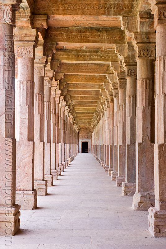 stone vaults - palace ruins - mandu (india), architecture, columns, india, mandav, mandu, ruins, vanishing point, vaults