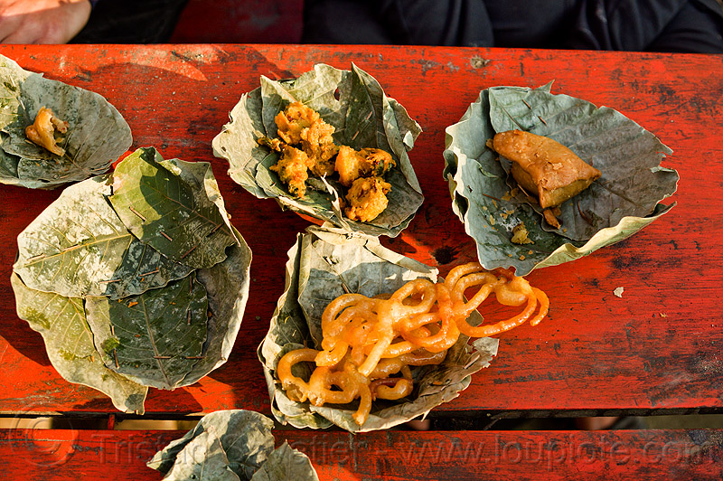 street food in leaves plates (india), dish, environment, kumbha mela, lead, leaves, maha kumbh mela, plates, street food, sweets, table