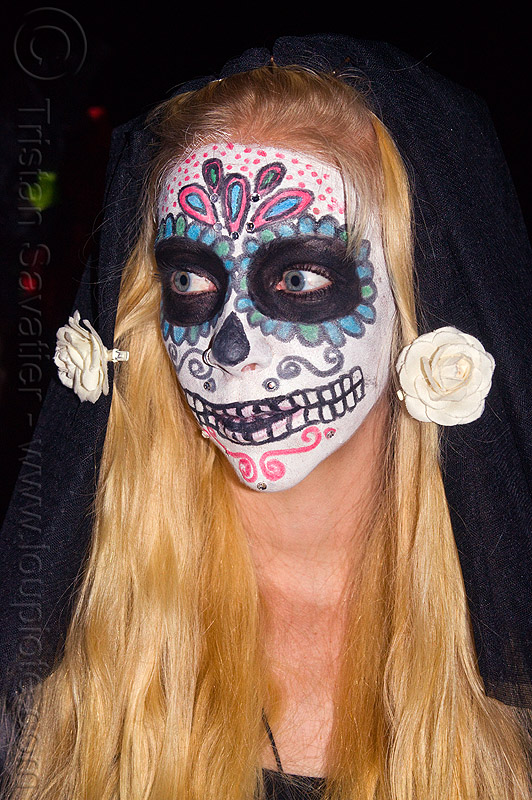 sugar skull makeup and white flowers in blond hair, blonde, day of the dead, dia de los muertos, face painting, facepaint, halloween, long hair, night, people, woman
