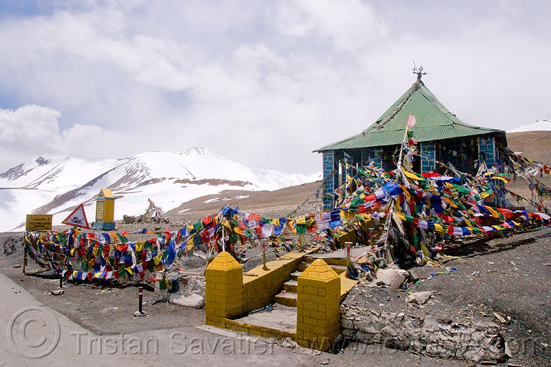 tanglang pass - manali to leh road (india), buddhism, buddhist temple, india, ladakh, mountain pass, mountains, prayer flags, road, taglangla, tanglang pass, tanglangla, tibetan