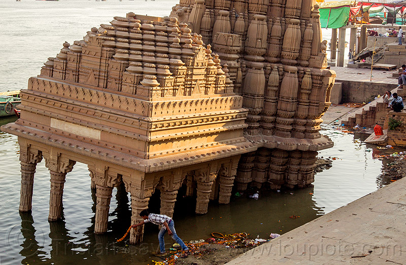 temple sinking - ghats of varanasi (india), foundation, ganga, ganges river, ghats, hindu temple, hinduism, india, man, sinking, varanasi