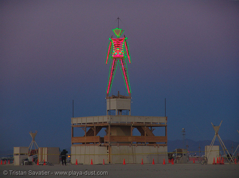 the man at dawn - burning-man 2005, art, burning man, night, the man